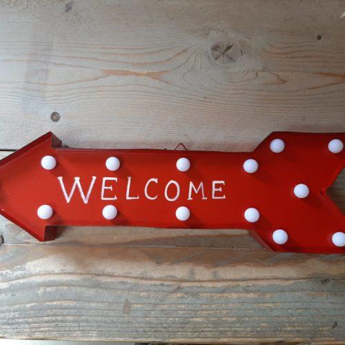 Grote rode metalen pijl Welcome met led-lampjes