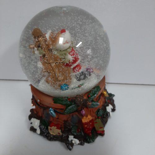 Sneeuwbol muziek rendier met kerstman pak en contrabas