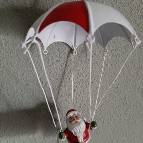 Springveer parachute met kerstman