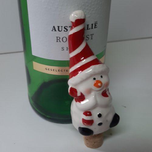 Wijnafsluiter, wijnstop, flessenstop Sneeuwpop met rode muts